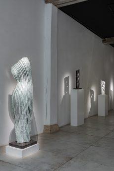 sculpture-raining-girl-expo-loo-and-lou-benoit-luyckx