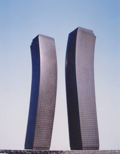 sculpture-benoit-luyckx-gratte-ciel-projet-iv-1988